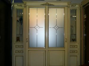 Классический шкаф купе массив с фацетными зеркалами и гравировкой Гомель
