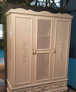 Распашные двери с декоративными накладками Гомель